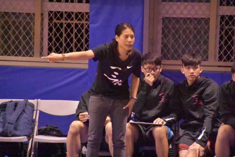 三民遭逆襲爆冷輸球出局,女教頭謝玉娟恨鐵不成鋼。