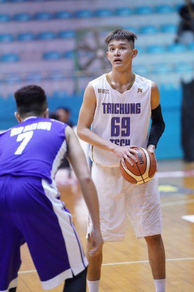 中科盧峻翔22分、14籃板2度「雙十」,開季3場最佳。