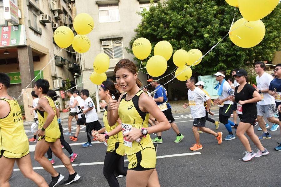 中華職棒人氣啦啦隊艾蜜絲首次擔任官方配速員,感謝專業配速員前輩以及所有跑者的肯定與指教。(主辦單位提供)