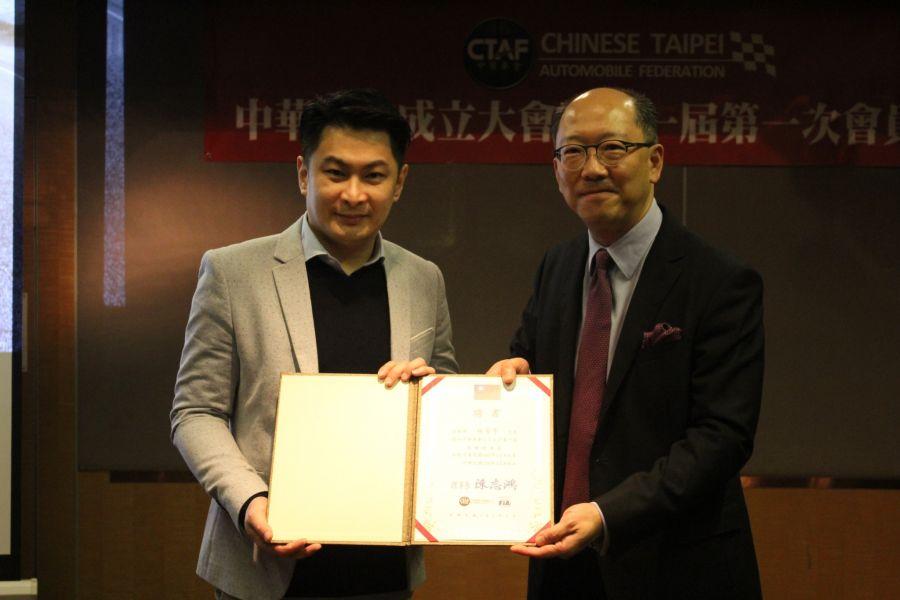 中華車會理事長陳志鴻(右)與榮譽理事長林帛亨。圖/中華車會提供