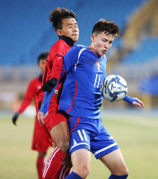 沈子貴(右)在台灣踢球受到肯定。李天助攝