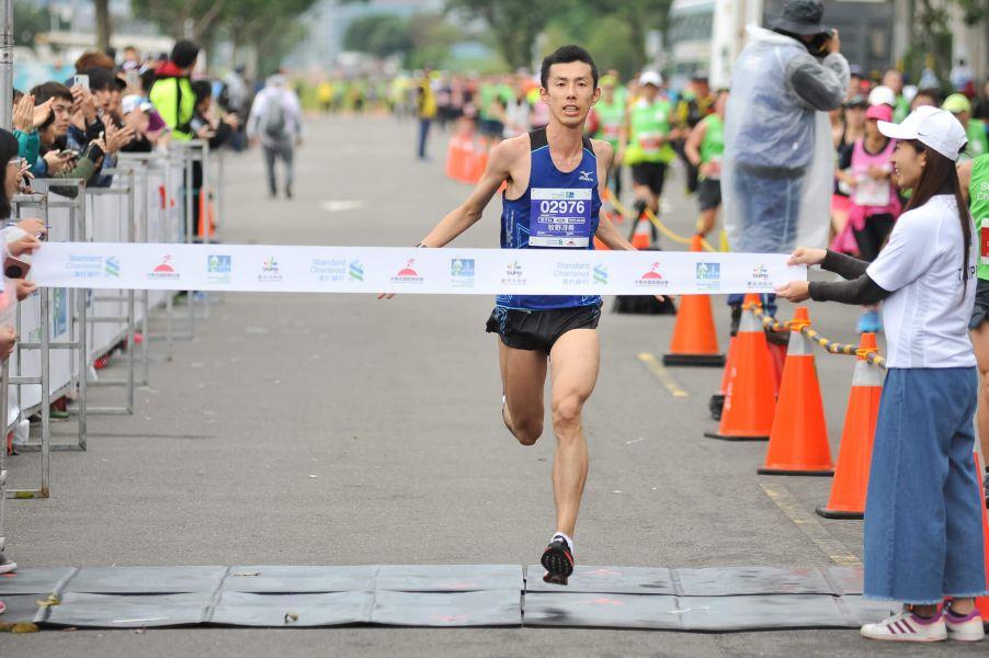 全程馬拉松男子組冠軍為來自日本的牧野冴希,以2小時23分20秒奪冠。圖/公關提供