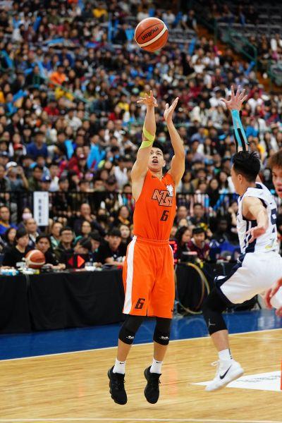 冠軍賽MVP國體大陳昱瑞三分球7投中6飆24分。
