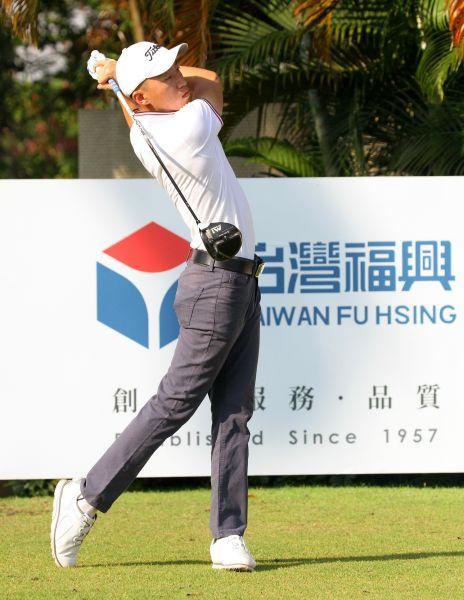 南台灣挑戰賽第一回合陳麒丞70桿(-2)暫列第三。鍾豐榮攝影