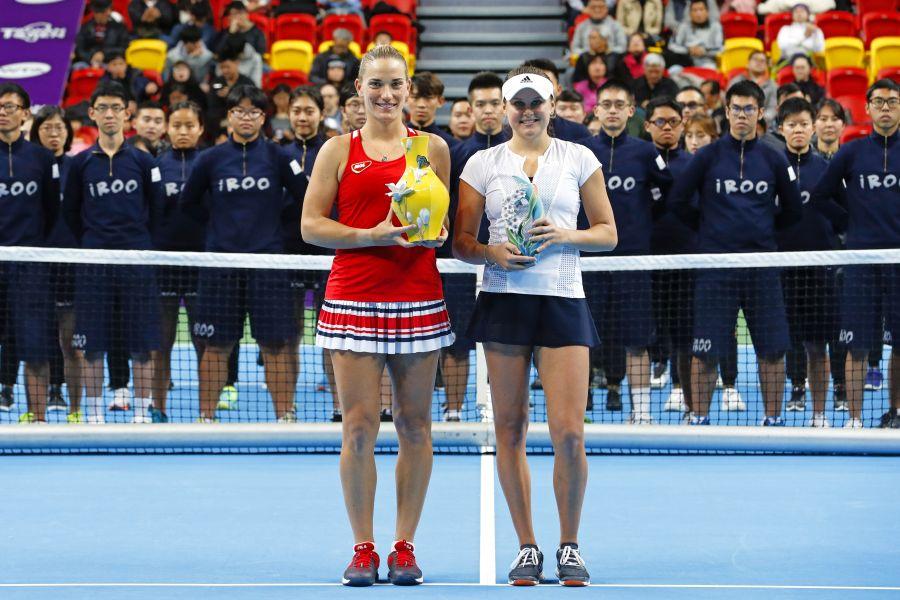 芭波絲(左)奪冠,科斯洛蛙亞軍。WTA臺灣公開賽大會提供