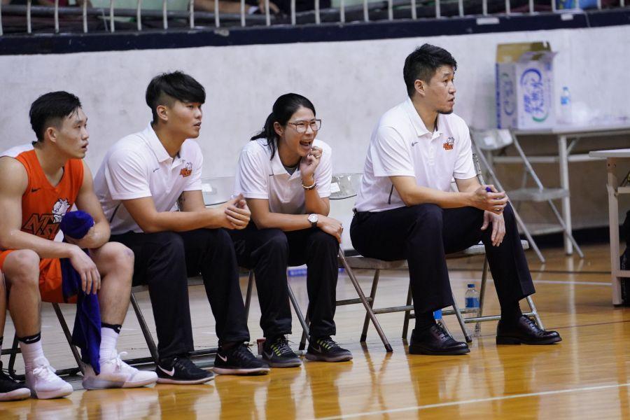 國體總教練桑茂森(右)將缺席八強賽首戰 、新女教練馬怡鴻(右二)將代班拚首勝健行。