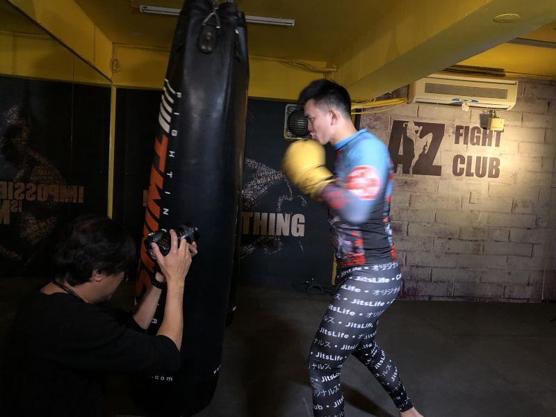 為推廣綜合格鬥,黃育仁特別獻出第一次錄製形象影片。(綜合格鬥協會提供)