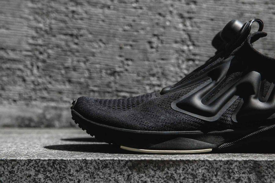 外顯式肌肉充氣囊以及Instapump Fury的無鞋帶設計巧思成為Pump Supreme的鞋款特色。