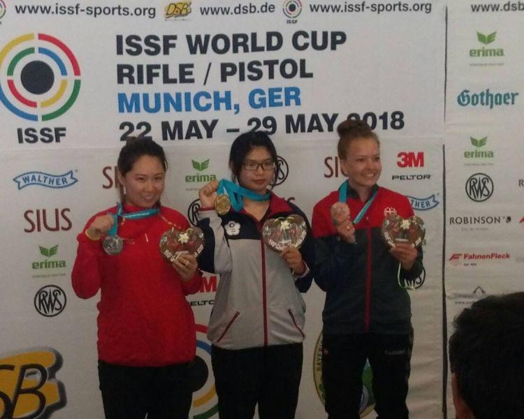 林穎欣(中)為台灣射下首面世界盃空氣步槍金牌。