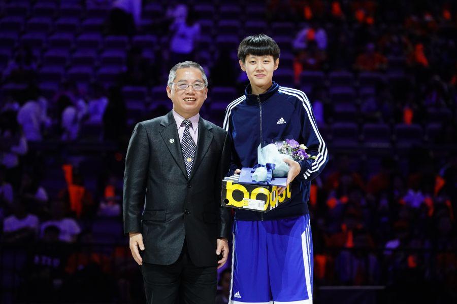女一級冠軍賽MVP文化陳薇安。