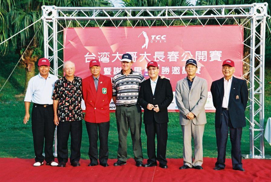 富邦長春公開賽讓謝敏男(左三)愈活愈精彩。圖/大會提供