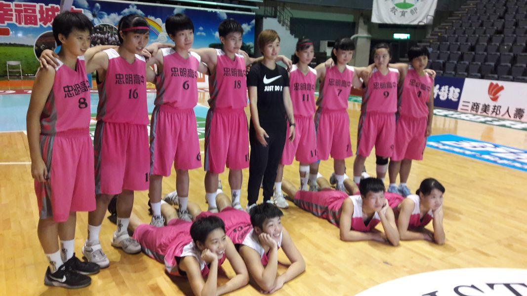 忠明女籃慶祝首晉HBL預賽很另類。