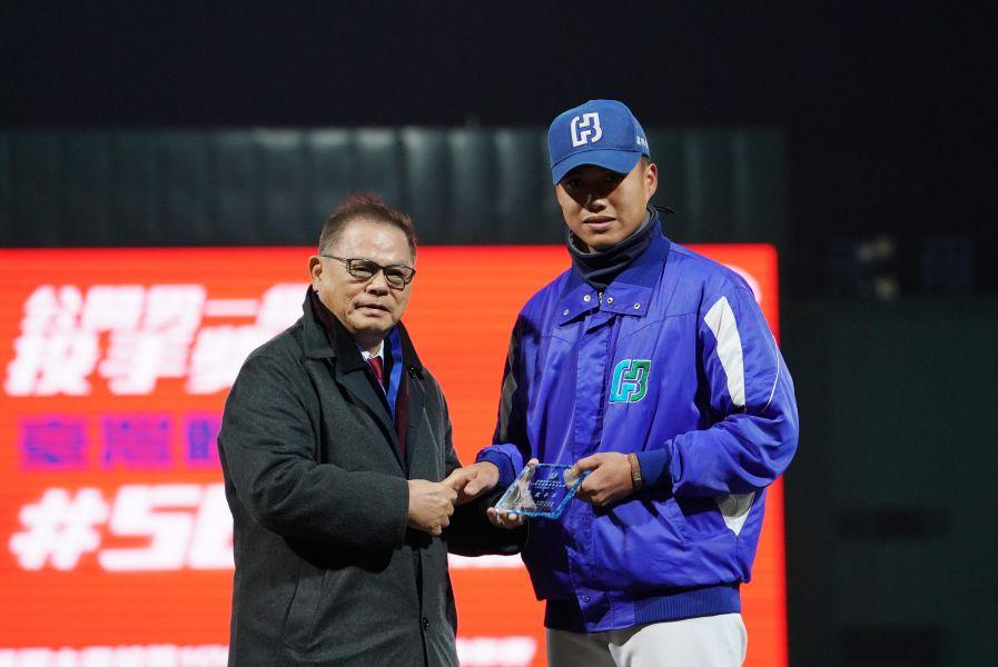 投手獎臺體大蘇勝鴻。