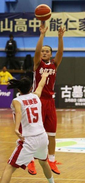 攻下21分的永仁吳瑋茹跳投。