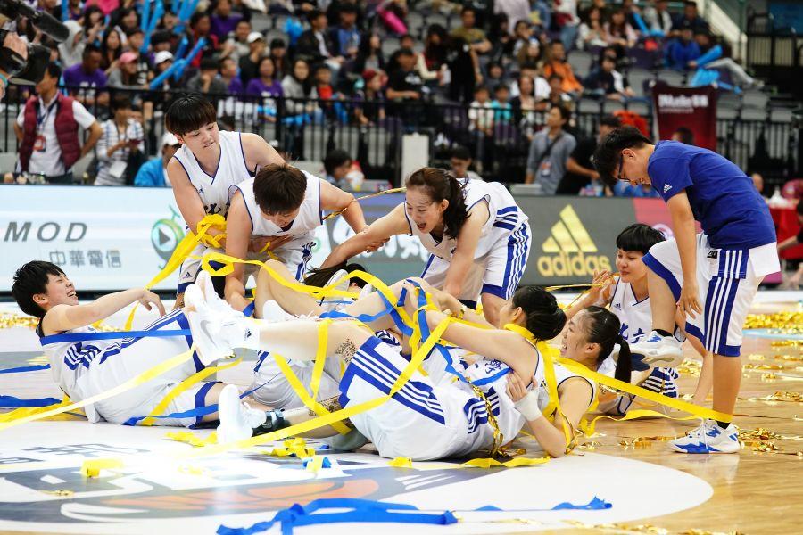 文化全季13連勝跨5季53連勝完成四連霸隊史第19冠入袋。