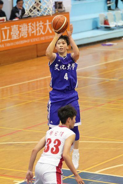 文化大學黃柔甄篤獲第一個UBA助攻后。