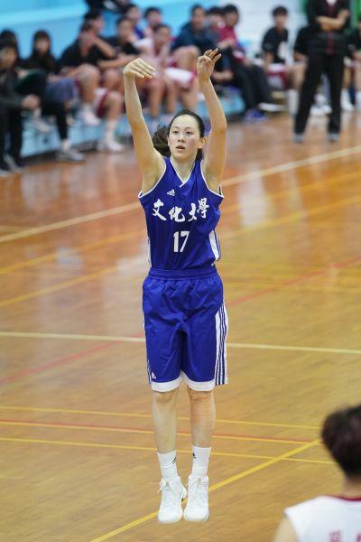 文化大學黃鈴娟得分后受到台體大張譯文嚴酷挑戰。