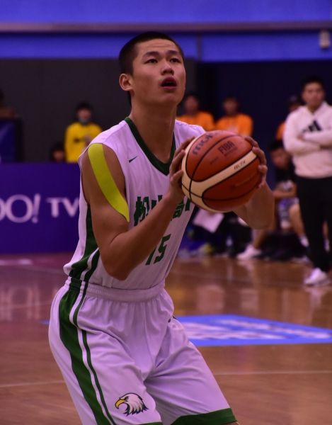 松山204公分中鋒林正連2場23籃板。