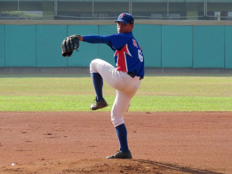 桃園市新明國中先發投手李灝宇表現優異。