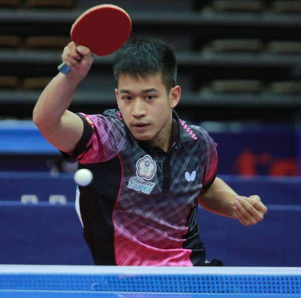 桌球男團廖振珽出戰捷克選手先輸一局後連拿三局順利取勝。台北世大運組委會提供
