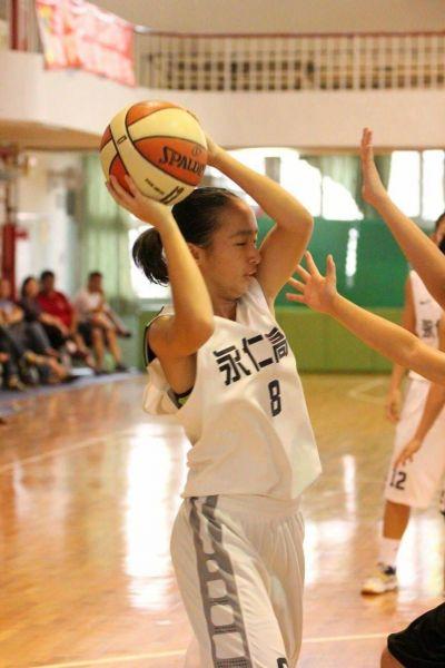 永仁雙胞胎莊曉楓20分、10籃板「雙十」外帶4助攻、3抄截。