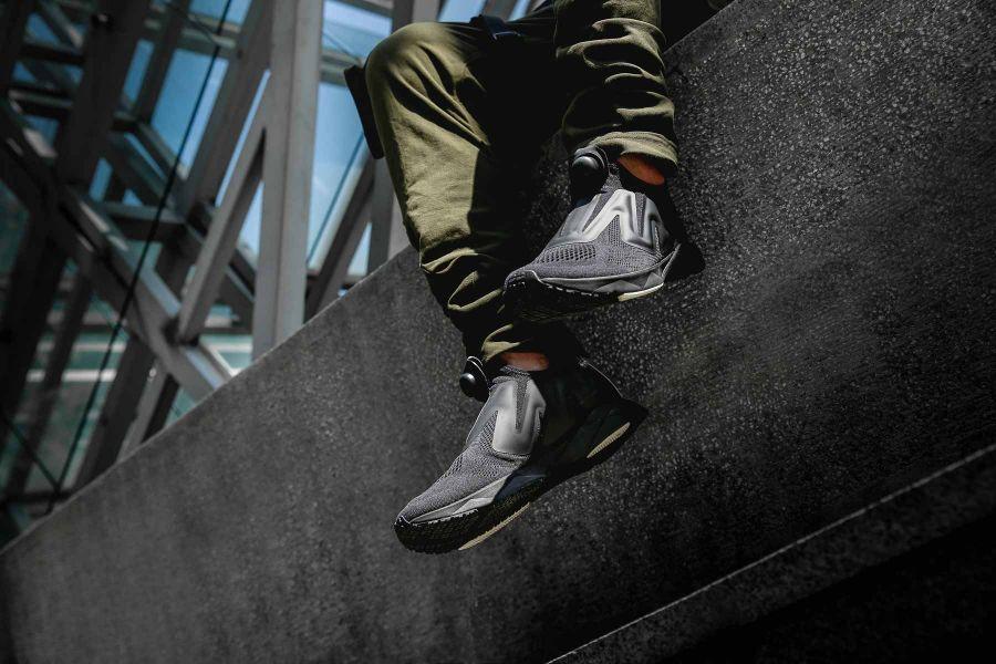 沿用與時尚品牌Vetements聯名款一致的Engineered mesh網布材質鞋面達到極致透氣的穿著感受。