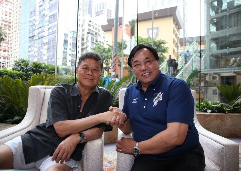游泳協會理事長許東雄(右)同意全面開放直選。資料照片