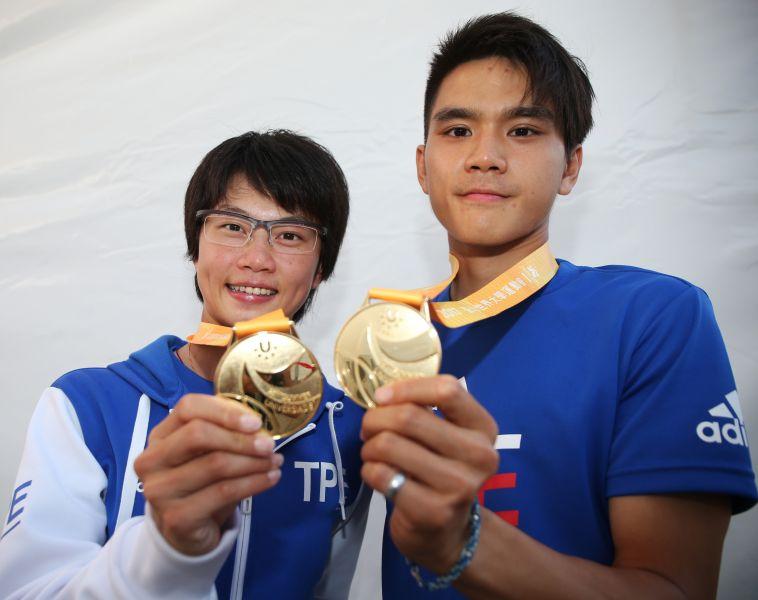 陳彥成(右)和楊合貞在滑輪溜冰分別為中華隊奪下金牌。圖/李天助攝