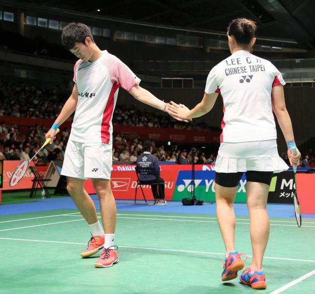 台灣混雙王齊麟(左)李佳馨打出好球相互擊掌/黃秀仁攝