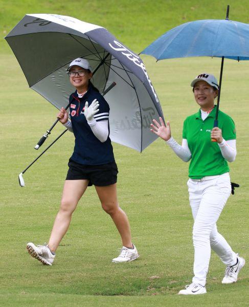侯羽桑第一次與妹妹侯羽薔(左)在職業賽同組比賽。圖/大會提供(鍾豐榮攝影)