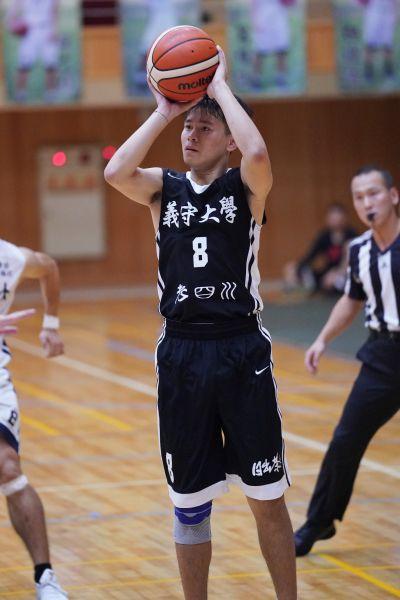 義守吳彥儒飆進5記三分球。