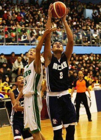 能仁陳范柏恩三分球14投中6生涯最高,本季個人次高的28分、11籃板。