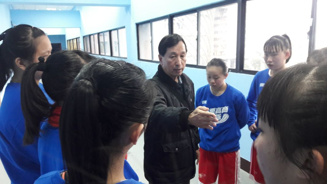 苗商創隊教頭吳喜松帶兵逾30年本季再衝第五名。