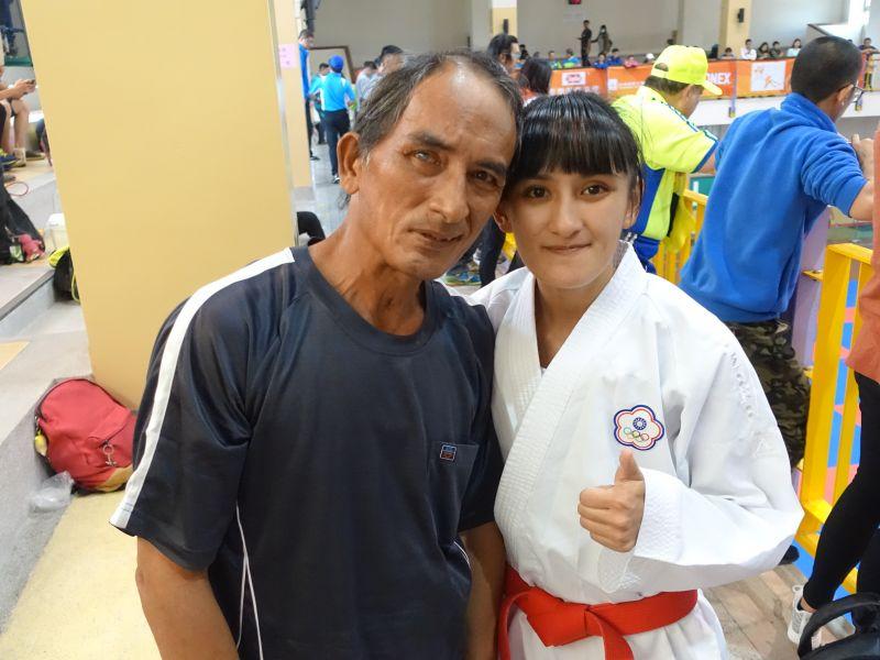 只要在國內比賽,筱霜的父親一定到。李天助攝