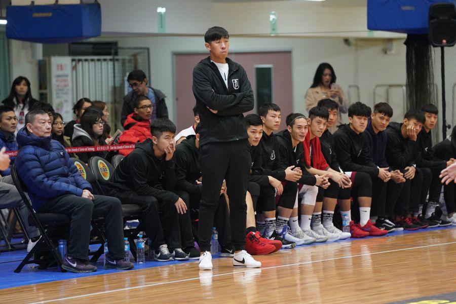 輔大教練楊哲宜襄助總教練劉俊業撂下八強賽首勝。