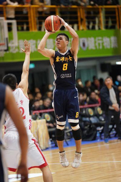 高師大陳佳澤跳投。