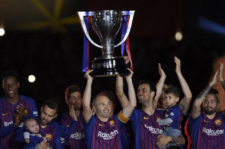 伊涅斯塔第九度舉起西甲冠軍盃。法新社