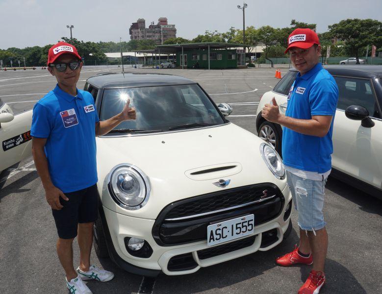 朱晉億(左)、曾焜耀(右)將帶著戰友們的祝福與能量前往南韓出賽。賽車會/提供。