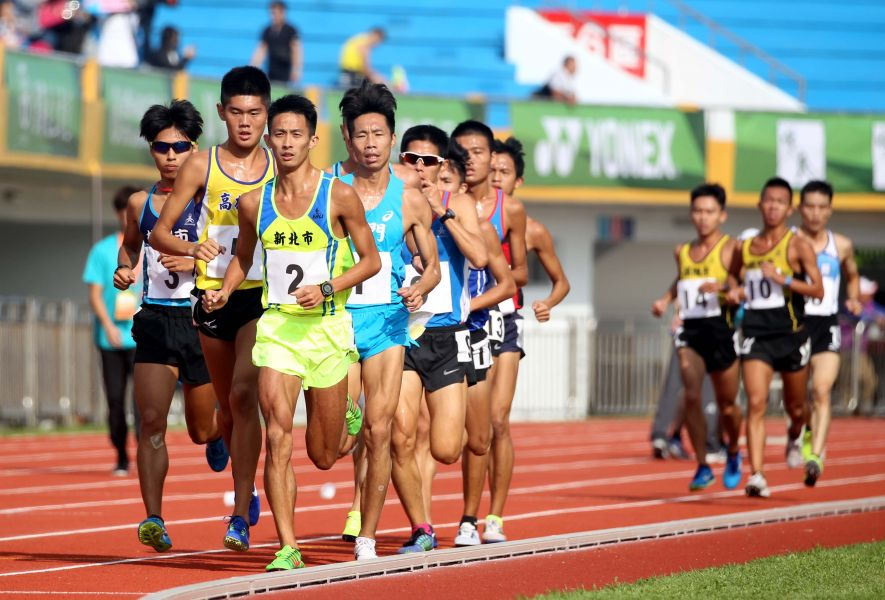 全運男子一萬公尺競爭激烈。林嘉欣/攝影。