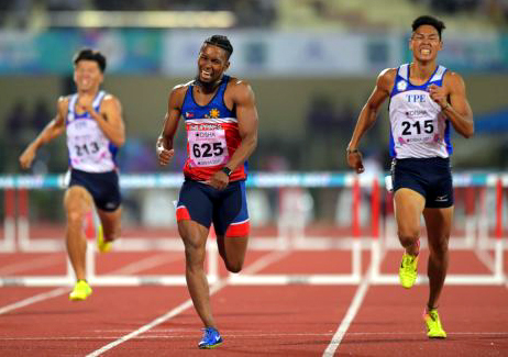 陳傑(右)獲得田徑亞錦賽四百公尺跨欄銀牌。亞田總/提供。