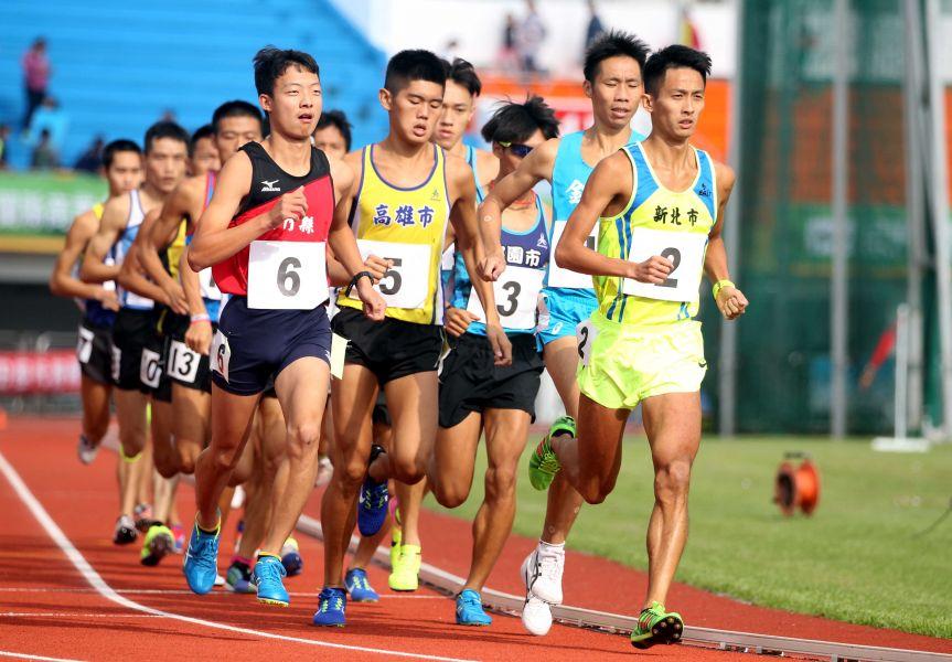 周庭印勇奪全運男子一萬公尺金牌。林嘉欣/攝影。