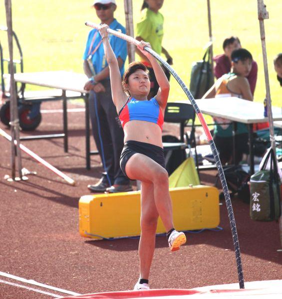 林映彤4.00的成績,打破吳家如的全國U18紀錄3.92。林嘉欣/攝影。
