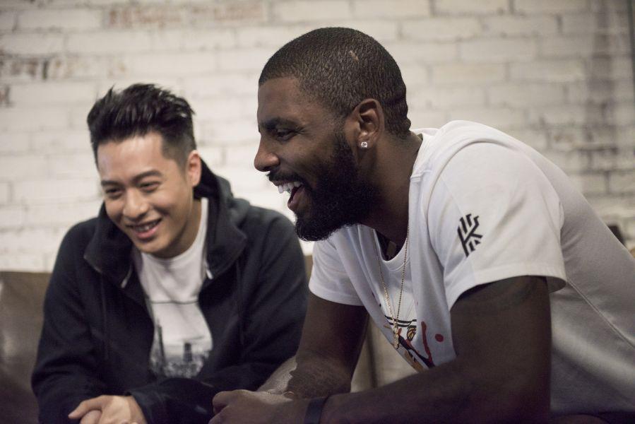 厄文與周湯豪驚喜見面 暢談音樂與籃球。Nike提供