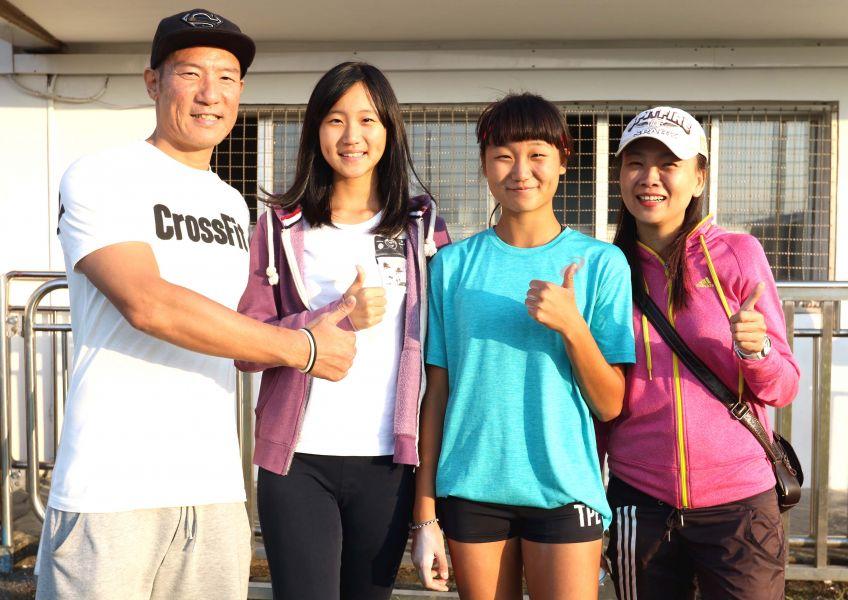 林映彤的妹妹林葳柔(左二)是跳高選手。林嘉欣/攝影。