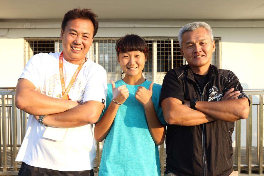 教練葉慶年(左)和王文祥(右)都是林映彤的貴人。林嘉欣/攝影。