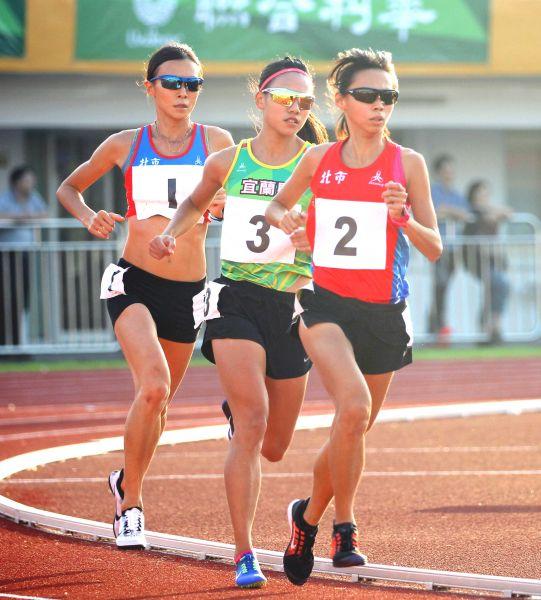 全運會女子一萬公尺決賽。林嘉欣/攝影。