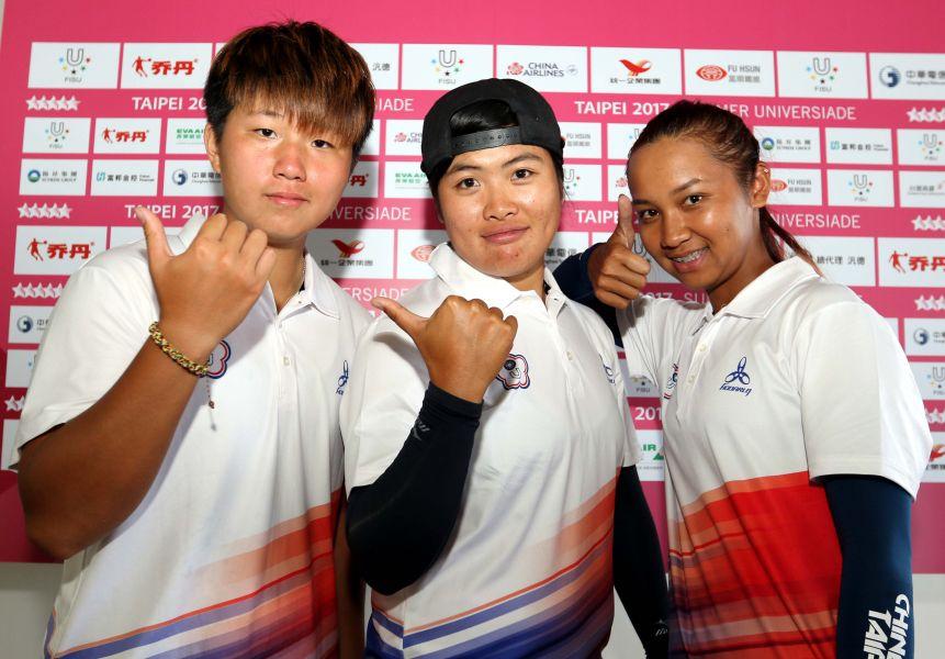 中華複合弓女子隊陳怡瑄(左起)、吳亭廷和李葶瑄。林嘉欣/攝影。