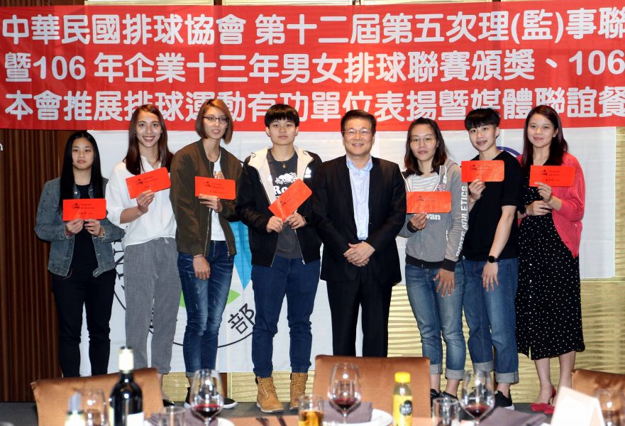 企業13年排球聯賽女子組最佳球員,台電佔了五位。林嘉欣/攝影。