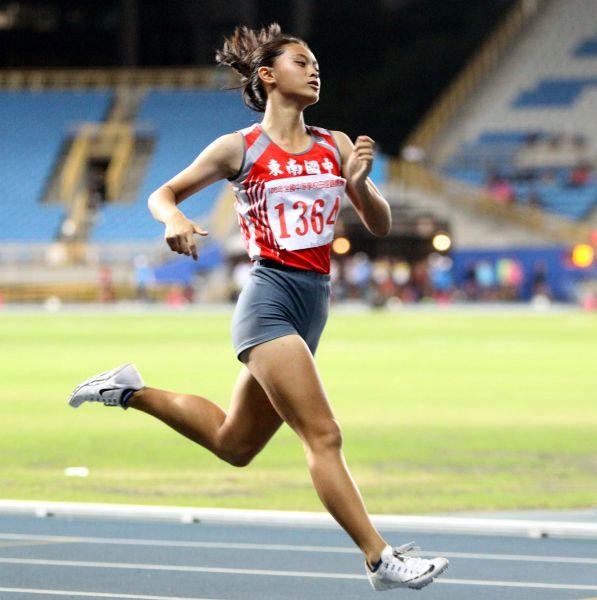 張秝羚拿下國女一百公尺金牌並破大會。林嘉欣/攝影。