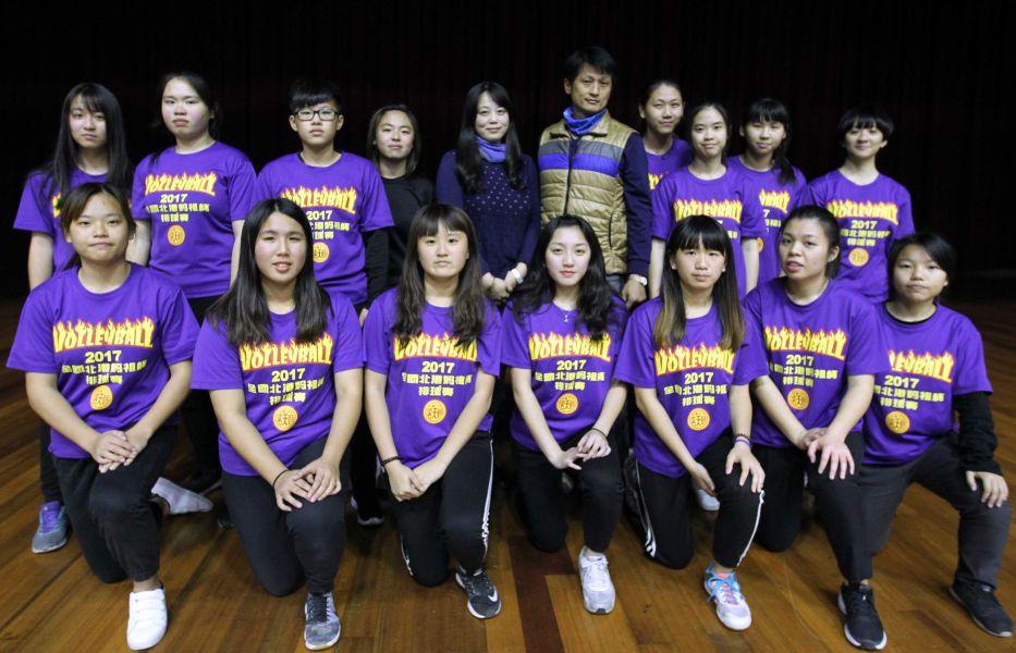 嘉義高商女排隊挺前高中乙級排球聯賽決賽。林嘉欣/攝影。
